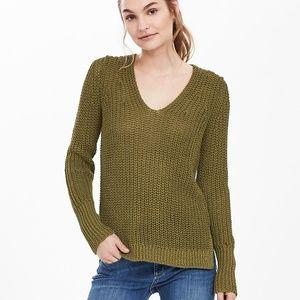 BANANA REPUBLIC Italian Linen Chunky Vee Sweater
